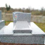 Monument funéraire avec gravure couleur
