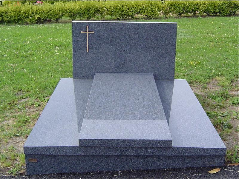 Monument funéraire Marbrerie Haute-Corrèze bleu