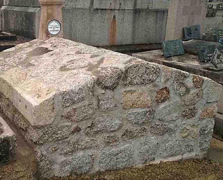 Restauration de tombe - Marbrerie Haute-Corrèze. Après traitement.