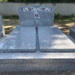 Monuments double en granit de Saint-Salvy avec pâte de verre - Marbrerie Borro